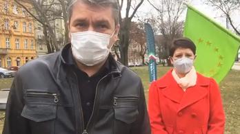 Pénzbírság helyett közhasznú munkát vállal Szél és Hadházy a dudálós tüntetésekért