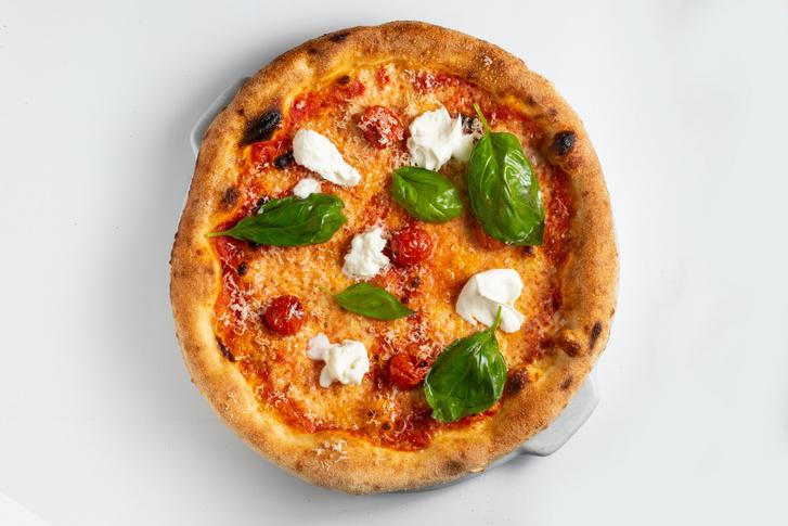 Otthon készült a pizza is, buffalomozzarellával