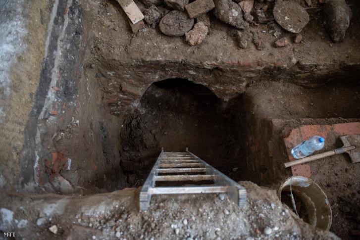 Feltárt kripta a gyulakutai református templomban 2021. március 3-án