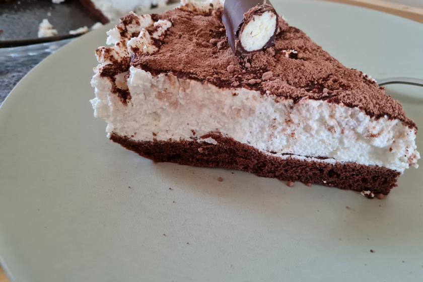 Elképesztően finom Túrórudi torta: a puha kakaós piskótán túrókrém terül el
