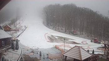 Esett a hó a Bükkben és a Zempléni-hegységben