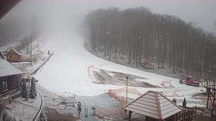 Esik a hó a Bükkben és a Zempléni-hegységben