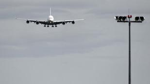 Brüsszel és Washington felfüggeszti az egymásra kivetett vámtarifákat