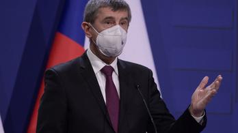 Cseh kormányfő: Csak az EU által jóváhagyott vakcina használható