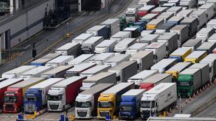 Élelmiszerhiánytól tart Nagy-Britannia, máris lazítana a Brexit utáni határellenőrzésen