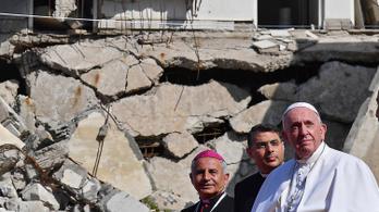 Az Iszlám Állam egykori fellegvárában misézett Ferenc pápa