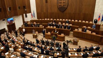 Szlovákia: akár hatezer eurót is kereshet egy parlamenti képviselő