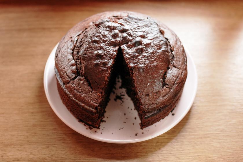 Magas, vizes kakaós piskóta: önmagában vagy akár tortaalapnak