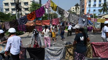 Női ruhákkal védekeznek a tüntetők Mianmarban