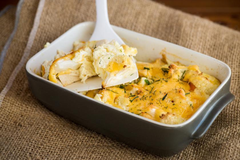 Csirkés rakott karfiol 40 perc alatt: laktató, mégsem nehezíti el a gyomrot