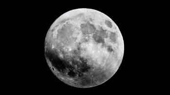 Üstökösszerű csóvája van a Holdnak
