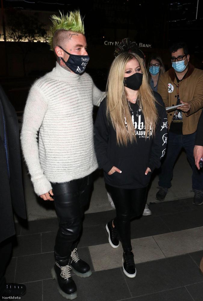Egyre nagyobb biztonsággal kijelenthető, amiről már legalább egy hónapja pletykálnak:  Avril Lavigne bepasizott