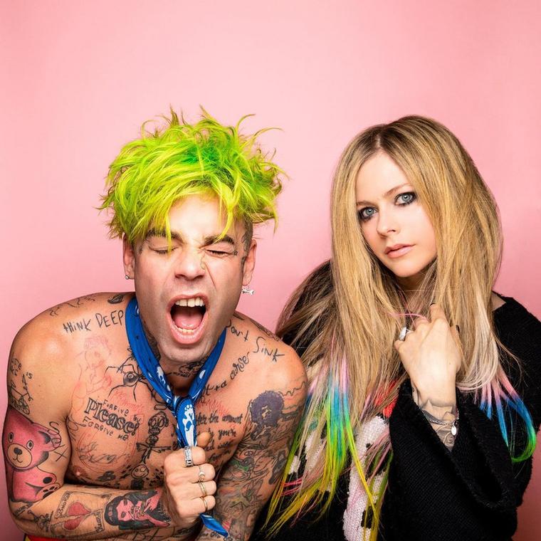 Mod Sunnak már négy stúdióalbuma jelent meg, de az Instagram-oldalára írt szöveg szerint az Lavigne-nal rögzített Flame szárnyal a legjobban eddigi kislemezei közül