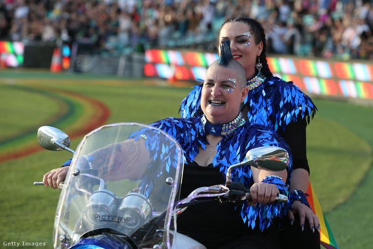 Az esemény hivatalos neve Mardi Gras, ami húshagyókeddet jelent, és mint tudhatja, a farsangi/karneváli szezon utolsó napja