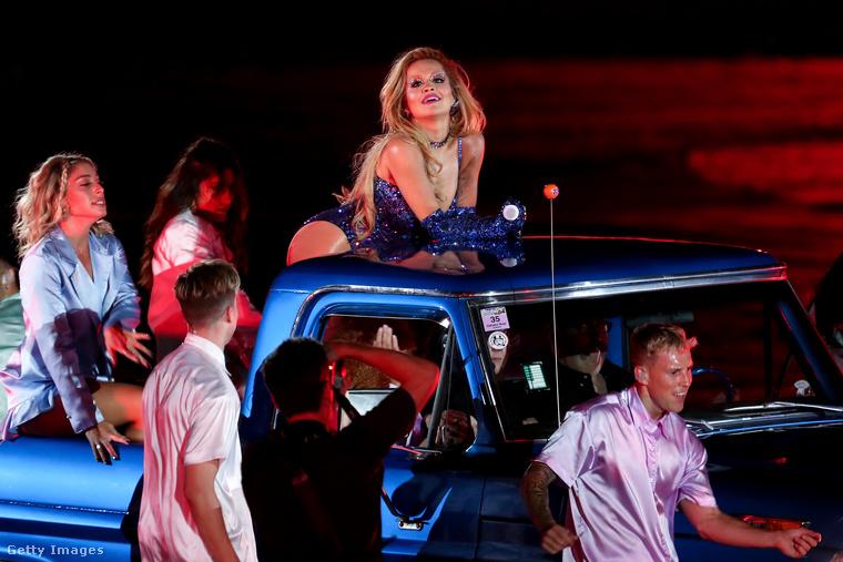 És ha már korábban megígértük, most eláruljuk: az idei sztárfellépő Rita Ora volt, akinek nemrég jelent meg Bang című EP-je, amihez már készített is egy videoklipet Bulgáriában