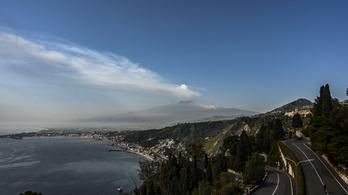 Athén felett gomolyog az Etna hamufelhője