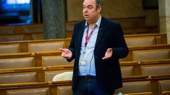 Megszüntették a nyomozást L. Simon Lászlóval szemben