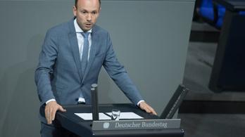 Maszkokon nyerészkedett, végül lemondásra kényszerült a német képviselő