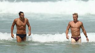 Nézegessen fürdőző ausztrál futballistákat csak úgy!