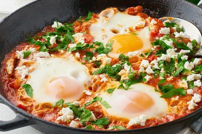 Mennyei saksuka, avagy fűszeres, paradicsomos mártásban buggyantott tojás