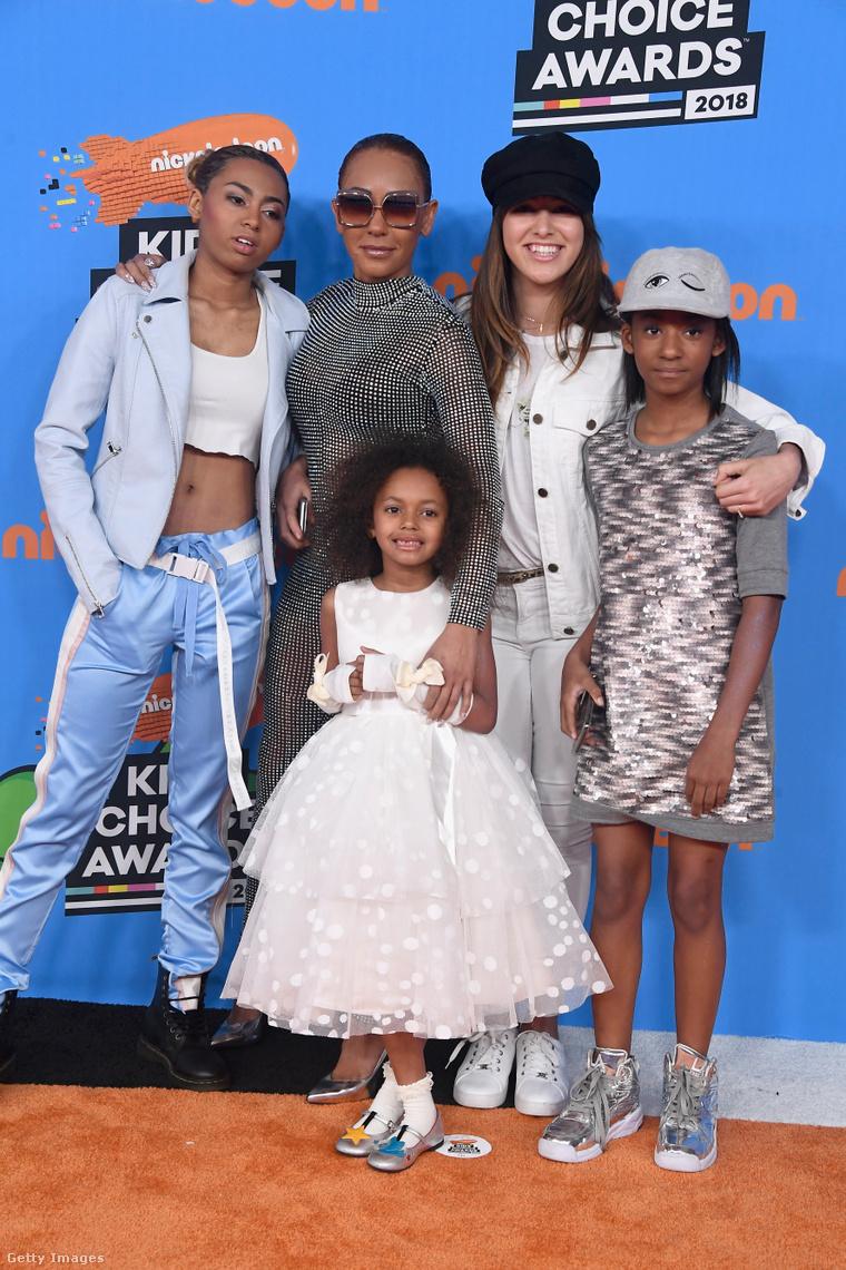 Az énekesnő a lányaival, illetve Giselle Belafontéval (Stephen Belafonte nem tőle született lányával) 2018-ban.