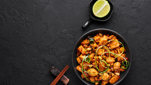 Csirke rizzsel új szinteken: mogyorós csirkeragu narancsosan