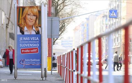 Radicová választási palkátja április elején