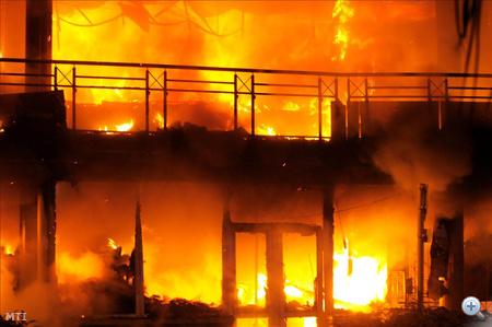 Ráadásul, 2008-ban egyszer már megpróbálták felgyújtani az épületet.