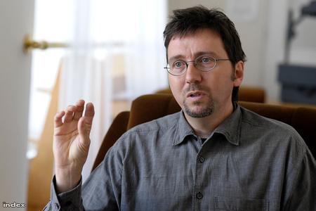 A Globális ökopolitika című könyv szerzője, a Vállalati etika című könyv társszerzője és társszerkesztője