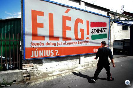 A Fidesz második generációs plakátján nem vitte túlzásba az üzenet bonyolítását, a plakáthekker le is csapott rá