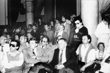 Rajk László független képviselő-jelölt jelölőgyűlése. 1985 áprilisában a demokratikus ellenzék is állított független jelölteket