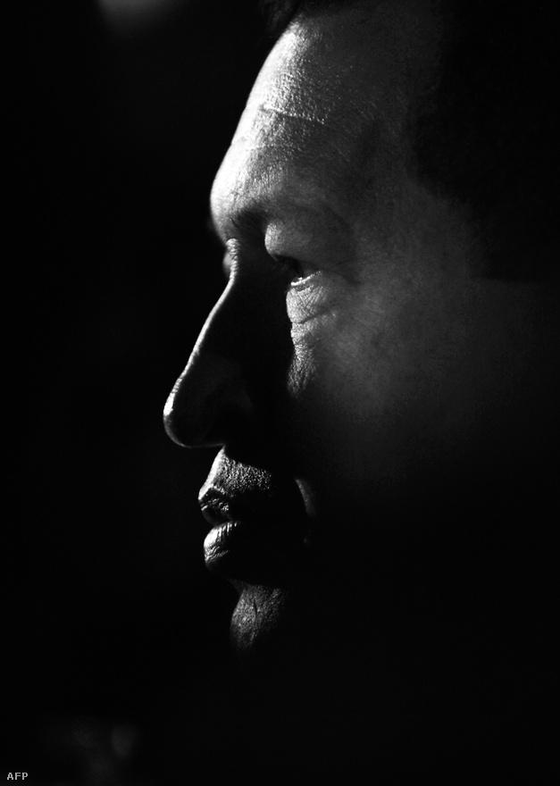 Hugo Chávez 1954-ben született. Katonai karrier után 1982-ben kezdett közéleti tevékenységbe, tiszttársaival megalapították a Bolivari Forradalmi Mozgalom 200-at.