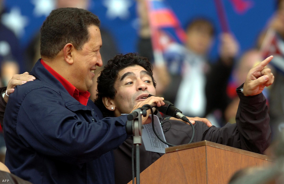 Nem csak hazájában, de egész Dél-Amerikában sok rajongója és támogatója volt. Ezt többek között annak is köszönhette, hogy élesen bírálta az Egyesült Államoknak a déli országokkal szemben tanúsított gazdaságpolitikáját. 2005-ben például az argentin labdarúgóval, Diego Maradonával kampányolt közösen.