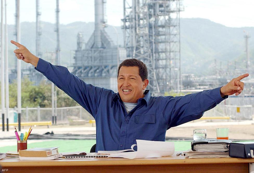 Chávez többek között a rendkívül hosszú és szenvedélyes szónoklatairól vált ismertté, amelyek egy részét saját heti tévéprogramjában, az Alo Presidentében adta elő. A hétköznapiságát számos gesztuson és az öltözködésén keresztül is érzékeltető elnök alkalmanként táncolt és énekelt is a műsorban.