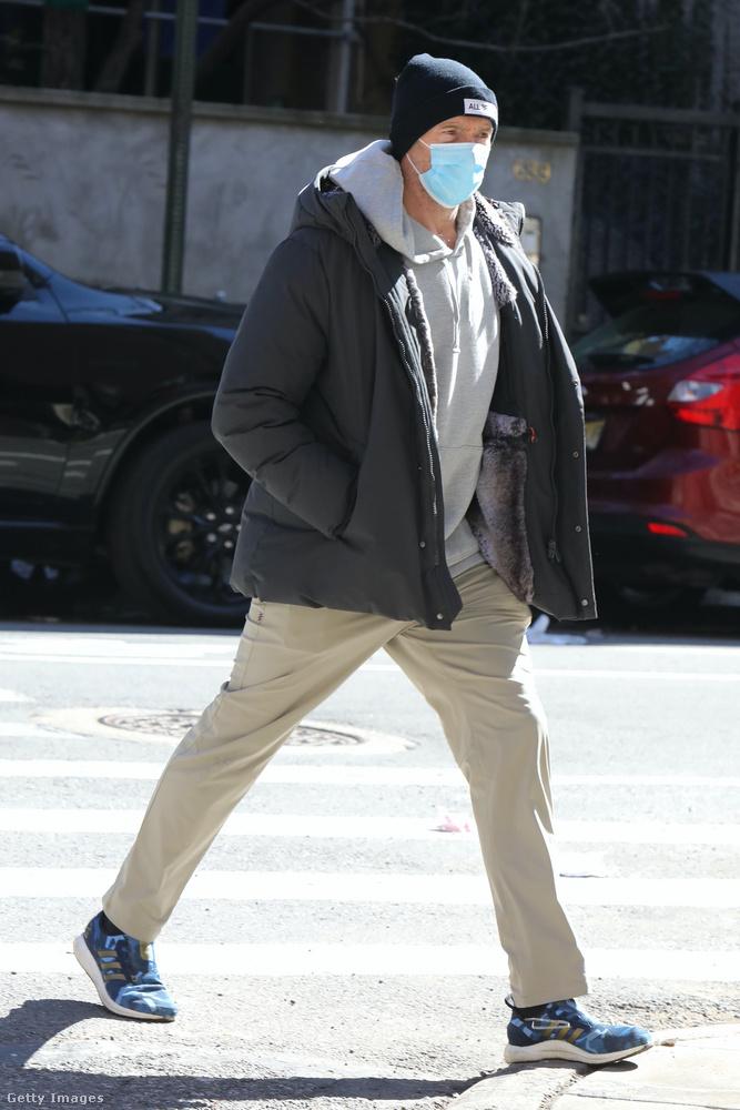Hát a sors úgy hozta, hogy Hugh Jackmant is lefotózták tegnap, de ezúttal Shaykéktól külön.