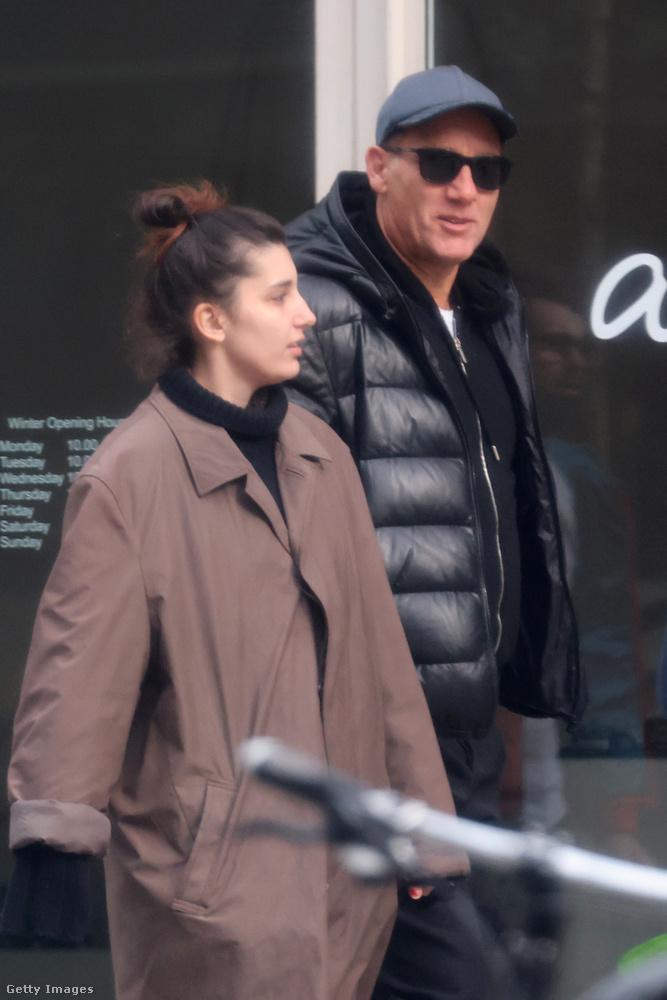 Londonból két érdekes kép érkezett, az elsőn Clive Owen Oscar-jelölt színész látható a lányával, aki Eve Owen és énekesnő