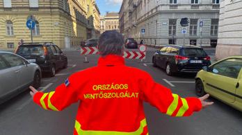 Építkezés miatt lezárták a Markó utcát, csak a beteghez siető mentősöknek felejtettek el szólni