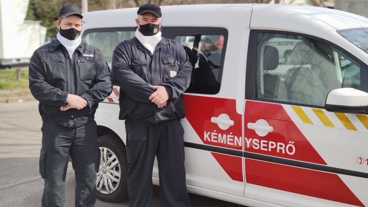Tóth Ferenc és tanuló kollégája, Bihari László, az életmentő kéményseprők