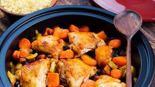 Barackos csirke mandulaforgáccsal – egyszerű párolt rizzsel érdemes tálalnod