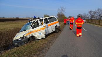 Rájár a rúd a mentőkre, egy héten belül a harmadik autójuk karambolozott