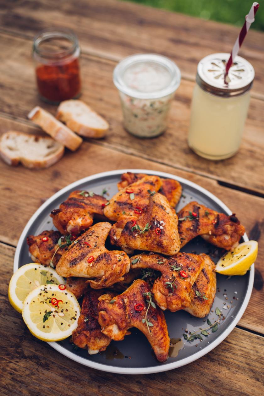 fűszeres csirkeszárny álló ok