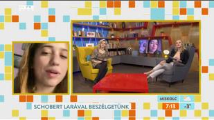 Schobert Lara énektanárhoz jár