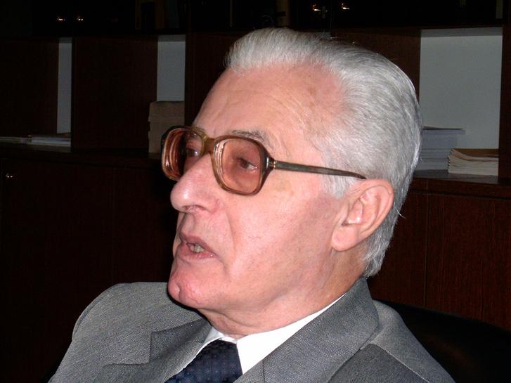 Strausz János