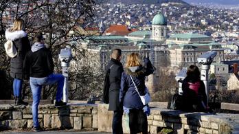 Áfakedvezménnyel mentenék meg a turizmust a magyarok