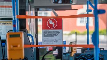 Félnek a koronavírustól, Budapesten újra lezárják a buszok és a trolibuszok első két ülését