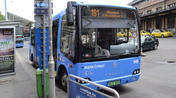 Tájkaraktert figyelembe vevő buszmegállókra kötött szerződést a Miniszterelnökség