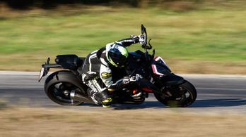 Rengeteg szénszállal és titánnal teszik pillekönnyűvé a KTM 1290 Super Duke RR-t