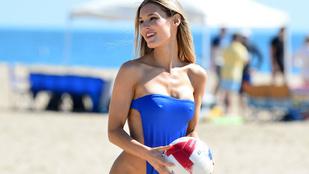 Tuti nem kényelmes ez a bikini, de a modell elég profi benne