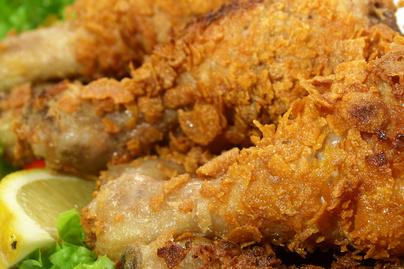 Így készül az amerikaiak kedvenc rántott csirkéje: a szaftos Kentuckynak képtelenség ellenállni
