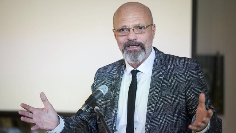 Zacher Gábor: Családok kerülnek kórházba, és nem mindenki tér haza